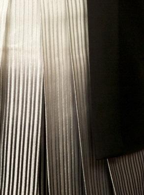 黒紋付 銀縦の柄