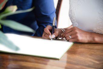 婚姻届はダウンロードで入手できる!サイズは?用紙は?