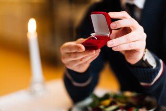 婚約指輪と結婚指輪をおしゃれに重ね付けして特別なコーデを楽しもう♪