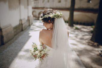 エンパイアドレスの魅力♡花嫁から人気を集める理由とは?